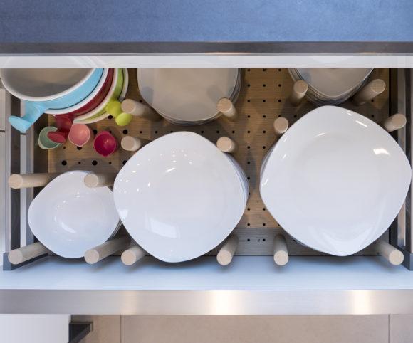 Ordnung muss sein: Praktische Geschirraufbewahrung
