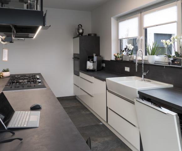 Breiter Durchgang ermöglicht entspanntes agieren in der Küche